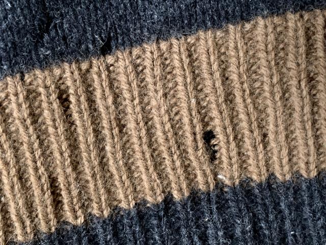 セーターが虫食いなどにより穴が開いた!その修理方法は?