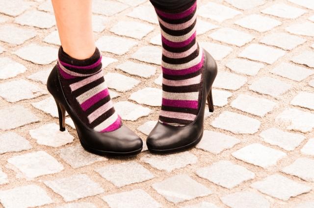 スカートに靴下とパンプスを合わせるのってあり?なし?