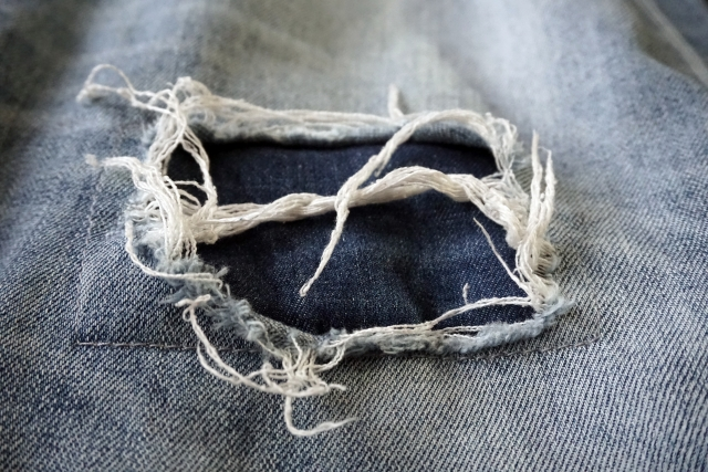ジーンズを当て布でおしゃれに変身!縫い方も大事な工程!