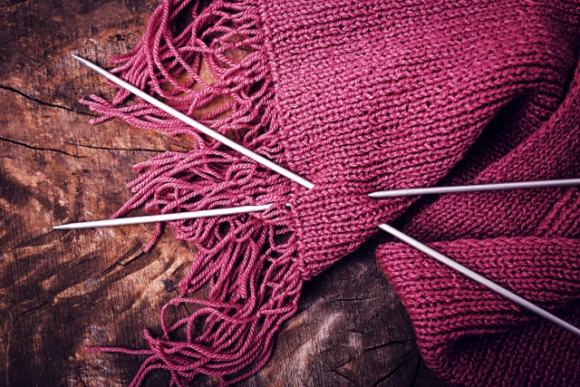 ニット生地のマフラーの編み方をマスター!応用もさまざま!