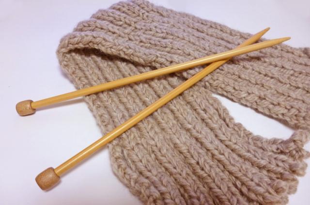 ニット小物に囲まれて心も豊かに!簡単な編み方をご紹介!