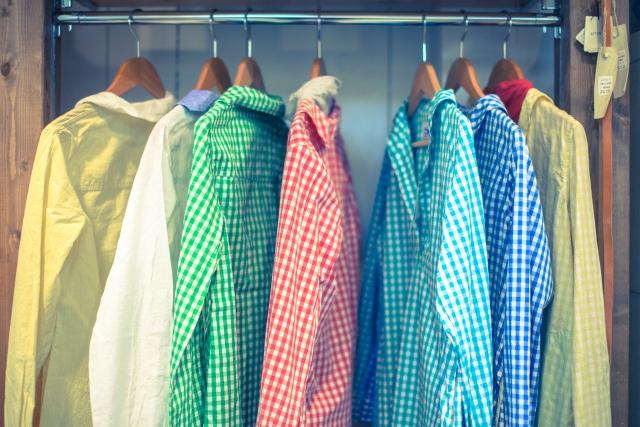 シャツがオシャレに大変身!簡単な着こなし方に注目!