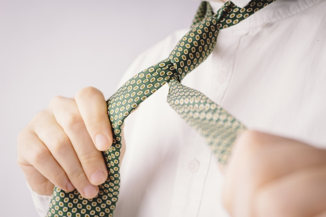 悩む男性必見!シャツとネクタイの上手な色合わせパターン!