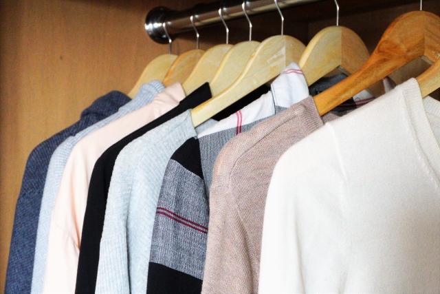 メンズコーデ!セーターからシャツの襟を出すのがお洒落?