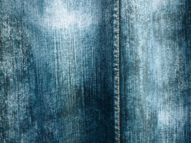 デニム生地の特徴!それは染料のインディゴと生地の綾織!