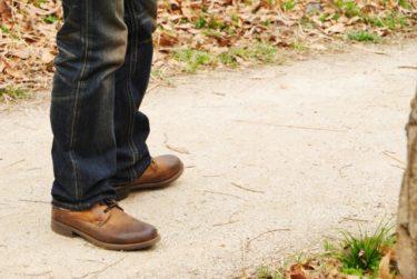 ジーンズに革靴を合わせるのがお洒落!特に茶色がおすすめ!