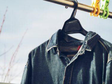 デニムシャツを羽織る手法でレディースコーデの幅を拡張!