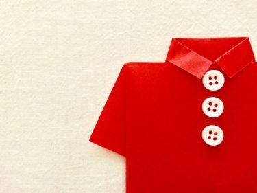 トップスに赤色を合わせたレディースコーデは存在感が抜群!