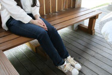 白シャツ×ジーンズで大人レディースコーデにしてみよう!