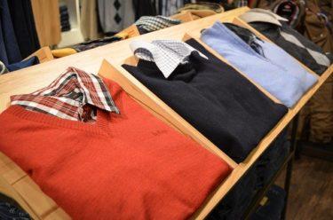 インナーはシャツで!セーターの重ね着をすっきり見せるコツ