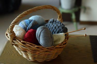 セーターを手編みで簡単に作るには?道具や編み方をご紹介