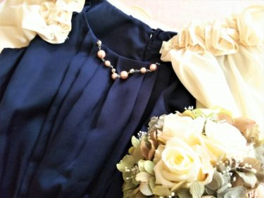 ジャケット×ドレスで結婚式に参列!女性のお呼ばれスタイル